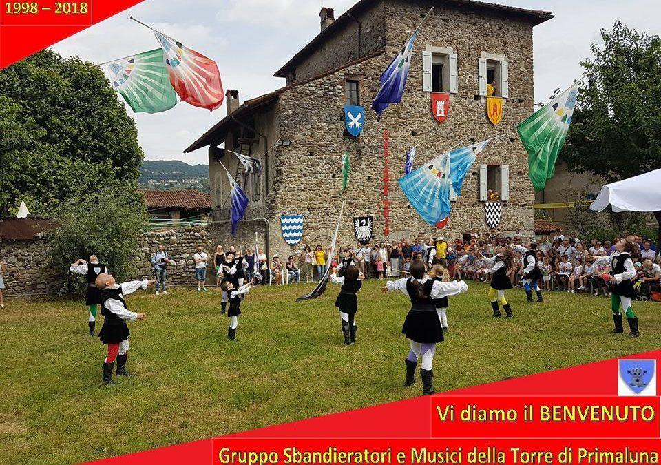 Gli Sbandieratori di Primaluna animano il Valsassina Country Festival con le loro bandiere volteggianti